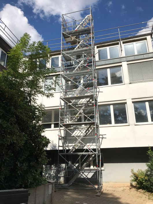 Treppenturm von Sifatec - Flachdach-Absturzsicherung