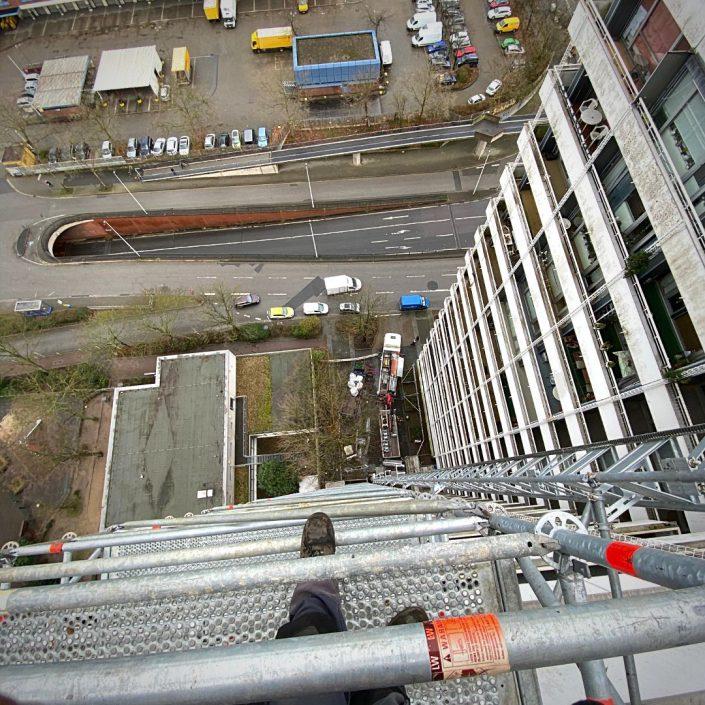 Sifatec - Das Flachdachgerüst. Wir sind Ihr Spezialist für Flachdach Absturzsicherungen, Seitenschutz, Treppentürme und Gerüst-Sonderkonstruktionen.