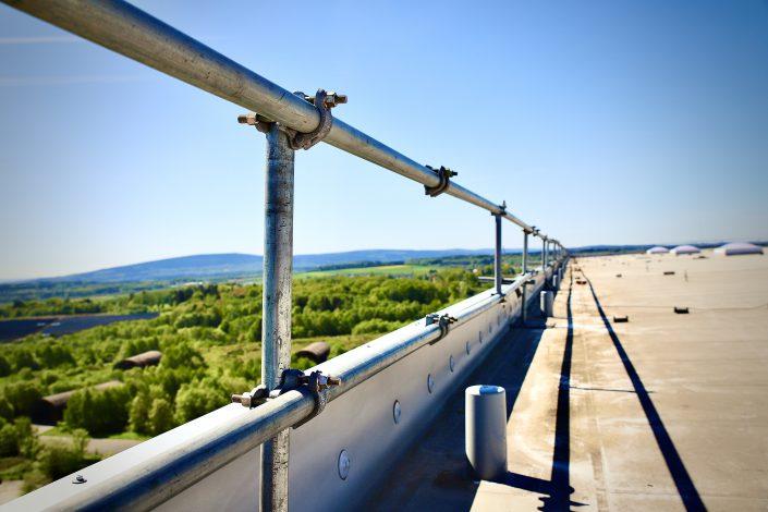 Flachdach Seitenschutz für energy for people GmbH